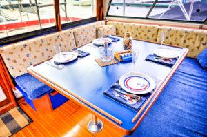table_bahamas_charter
